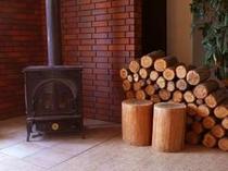冬場に活躍の薪ストーブ