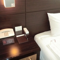 USBコンセント(ベッドサイドテーブル)