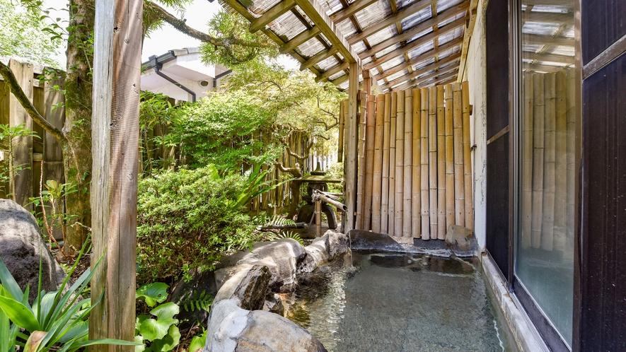 *【露天風呂:男湯】ゆっくり温泉に浸かって、至福のひと時…