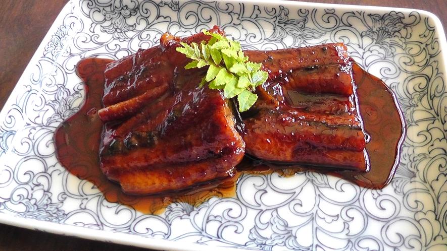 【食事】グレードUPコースでは鰻の蒲焼をお召し上がりいただけます。