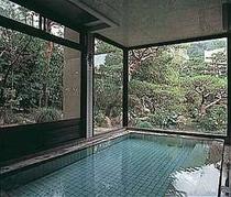 開放感あふれる大浴場(ちなみに外からは見えないよ)