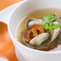 *お夕食一例/磯の香りがほのかに薫るサザエのスープ。