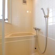 *デラックスツイン(201)/簡素ではございますが、客室にバスルームを完備。