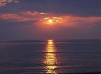 夕陽がきれいなサンセットビーチまですぐ