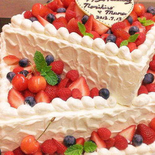 *当店シェフが腕に奮いをかけて作る『アナタだけのためのお祝い』ケーキ