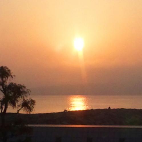 *海側のお部屋からは早起きすると朝日が見えますよ♪