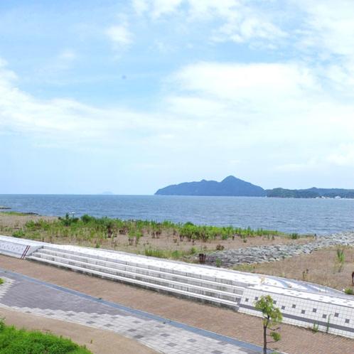 【海側の部屋からの眺め】宮津湾から外海を眺める風景、この先に舟屋で有名な伊那があります。宮津湾は内海