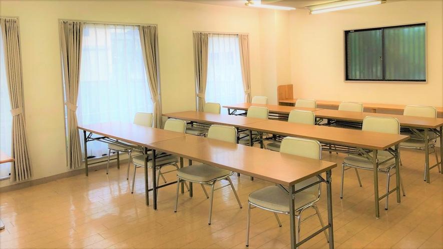 会議室4                     1時間3000円 2時間からお受けいたします。
