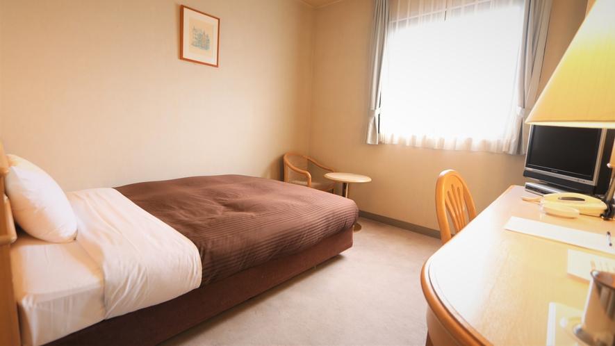 シングルルーム        ベッドサイズ135㎝ お部屋の広さは18㎡
