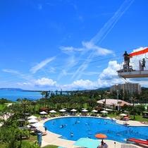 サマーシーズンはリゾート感あふれる施設が充実!(※屋外プールは11月~3月中旬はクローズ)