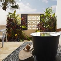 新客室棟サウスタワー「ラナイツイン/ラナイキング」のラナイスペースには五右衛門風呂を設置。