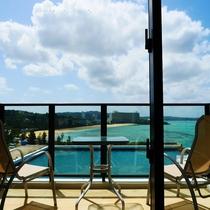 新客室棟「サウスタワー」マリーナ側のバルコニーからの景色(※お部屋により若干異なります)