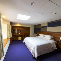 最上階ファミリースイートの2階:ベッドルーム
