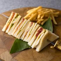 【アラカルト/昼食、夕食】 クラブハウスサンド