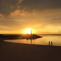「サンマリーナビーチ」の夕日は絶景!一日の思い出を夕日と共に語らいでみては?
