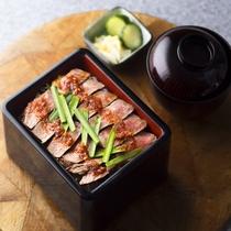 【アラカルト/昼食、夕食】人気メニュー「牛ロースのもろ味焼き重」