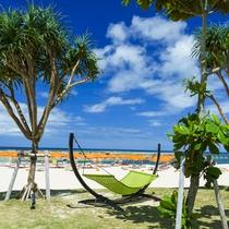 ハンモックでゆらゆらと・・・碧い海を眺めながらゆったりとお過ごしください。