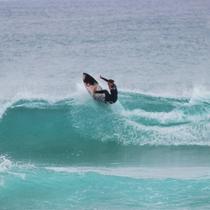 *[サーフィン]島の反対側まで車で約20分!その日の様子に合わせていい波の場所をお教えいたします★