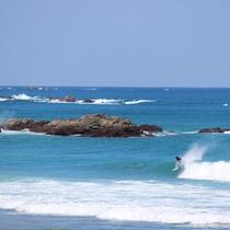 *[サーフィン]宿から波の様子が伺えます。ベストなタイミングで目の前の波を堪能できます。