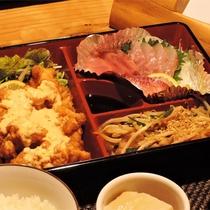 *[夕食一例]お魚お肉バランスよく!仕出しのお弁当をご用意しております!