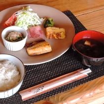 *[朝食一例]身体に優しいシンプルな手作り朝ごはん。食事開始可能時間(7:00~8:30)