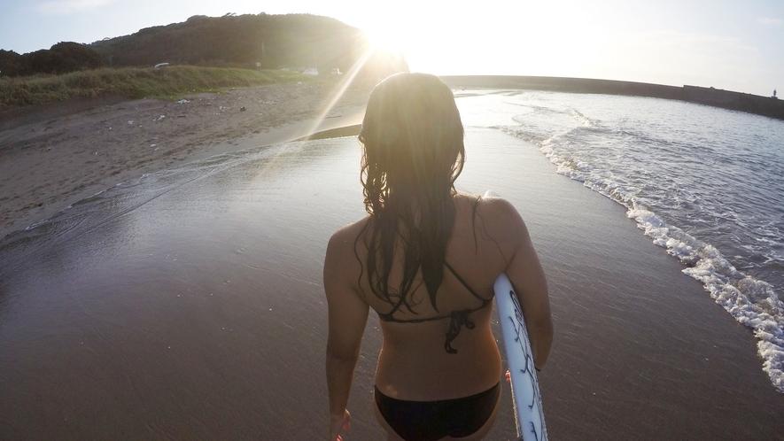 *[サーフィン]朝日とともに人の少ないサーフポイントへ向かうのも◎