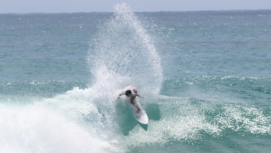 *[サーフィン]島のど真ん中に位置する当宿からは島全体のサーフスポットへアクセス抜群