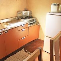 *[コンドミニアム]冷蔵庫も完備。調理器具も揃っています。