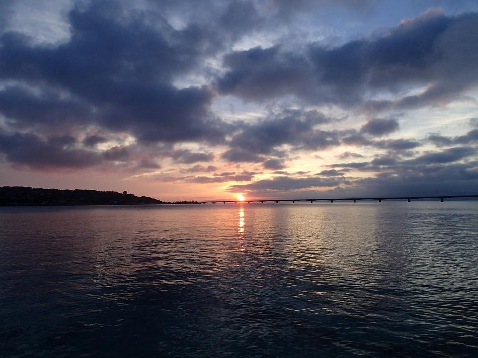 プライベートビーチから朝日を拝む