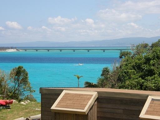 魂喜村の青い海