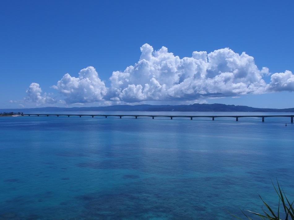 古宇利島を眺む