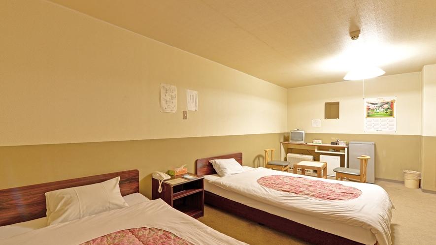 *<ツインA>窓なしツインのお部屋一例。広々としたお部屋です。