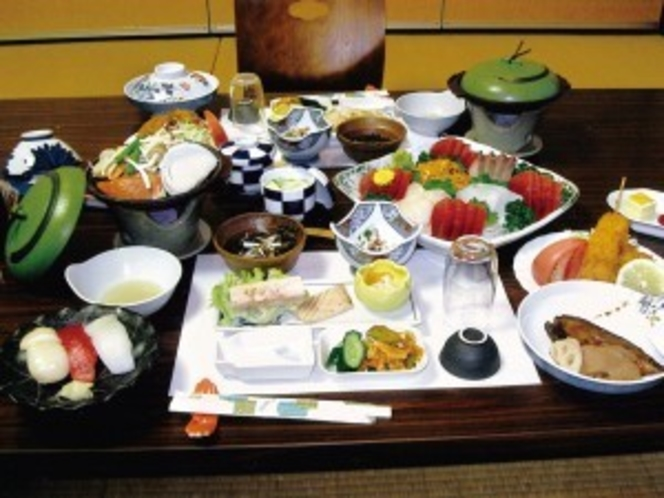 【料理/写真は2人前例】前菜、お造り、海鮮陶板焼きなど海辺の宿ならではの会席.jpg