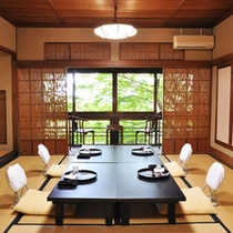 【松の間】四季折々の景色を堪能できる風格ある8畳のお部屋。