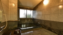 *貸切のお風呂。20:30まで無料でご利用いただけます。20:30以降は男女別の大浴場となります。