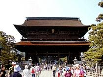 当宿坊は善光寺最初の宿坊です。