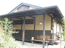 都会では珍しい、平屋作りの建物