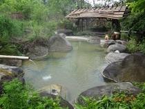 縄文の風情が味わえる野天風呂(上の湯)