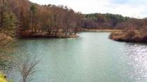 施設近くの竜神池は、紅葉の季節♪