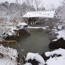冬の野天岩風呂