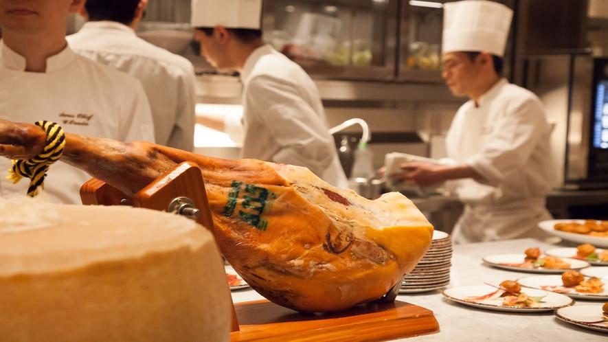 五感を刺激するオープンキッチンの活気が魅力のサザンタワーダイニングバル イメージ