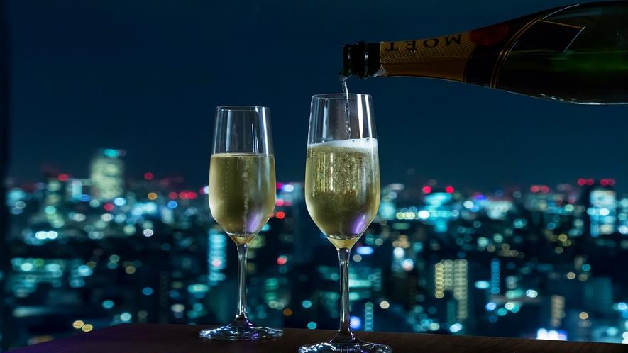 夜景レストランでディナーを楽しみながら乾杯しましょう