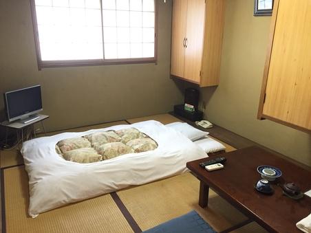 新館・和室6畳【バス共同・トイレ付】