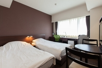 ツインC(100cm幅ベッド2台、全ての客室に加湿器付空気清浄機)