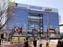 JR大宮駅前右手のアルシェビル。中には埼玉で最も愛されているFM局「NACK5」アルシェスタジオが。