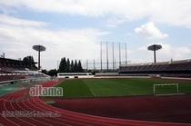浦和レッズのホームスタジアム、駒場スタジアムまでは、電車とバスで約25分。
