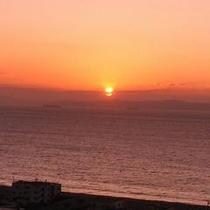 対岸の朝日をお部屋から…
