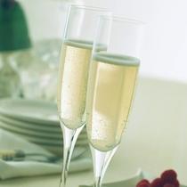 スパークリングワインで乾杯♪(イメージ)