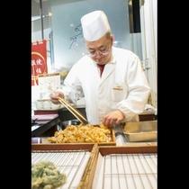 揚げたて天ぷらをお楽しみいただけます。