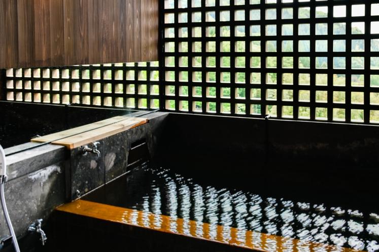 源泉掛流し温泉付客室 半露天風呂